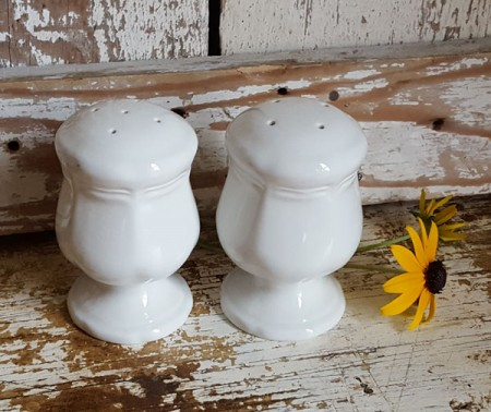 Farmhouse Salt & Pepper Shaker Pair