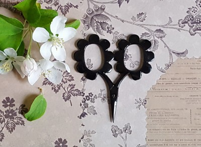 Flower Power Scissors - Glossy Black