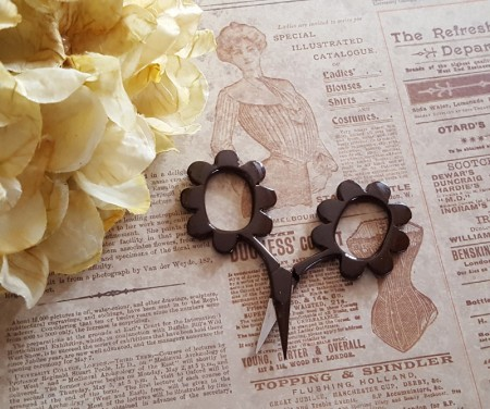 Flower Power Scissors - Chocolate