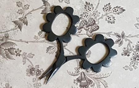 Flower Power Scissors - Matte Black